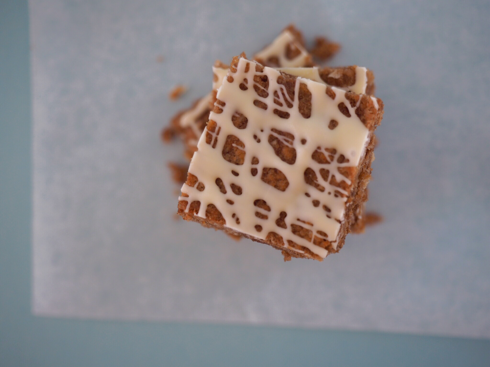 Crispy Nutella Weetbix Slice! This is EVERYTHING. It's super easy to make, delicious to eat and everyone loves it. And it's a no brainer, cos it's got Nutella in it. Yum.
